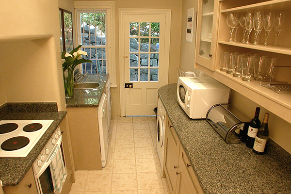 Garden Apartment fully equipped kitchen with washing machine, dishwasher & tumble dryer